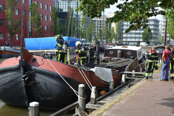 Één gewonde bij brand op schip