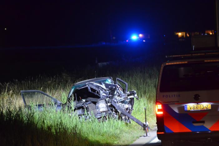 Twee personen bekneld bij zwaar ongeval