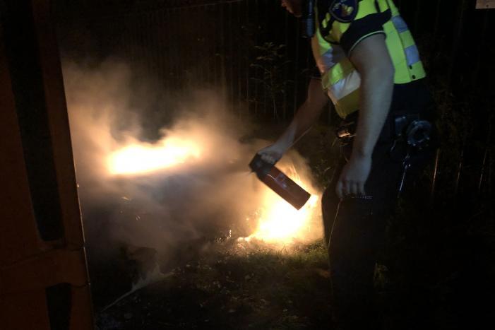 #Leeuwarden Politie doet poging brand te blussen Cambuursterpad Leeuwarden.