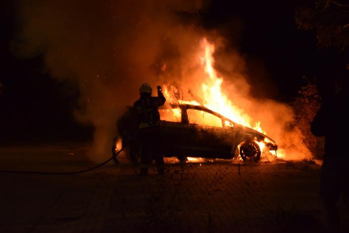 Flinke autobrand op parkeerplaats