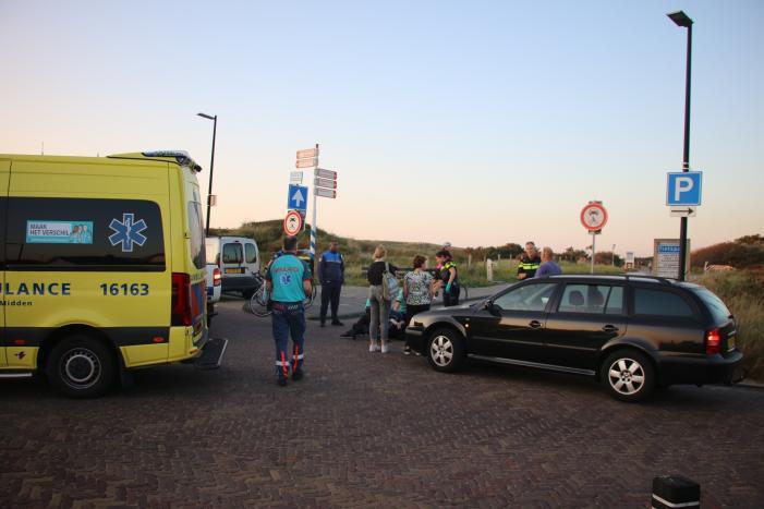 Wielrenner raakt gewond na botsing met auto
