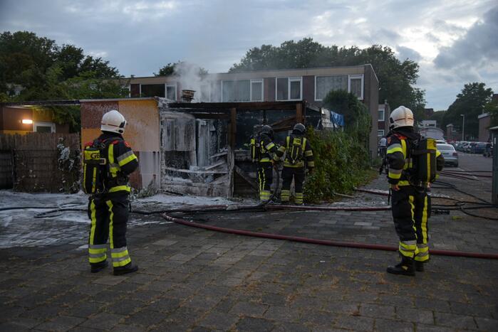 Schuur compleet verwoest door flinke brand