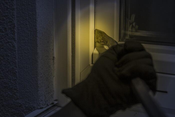 Inbrekers vluchten huis uit nadat bewoners thuiskomen
