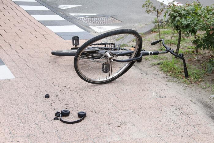 Twee fietsers komen met elkaar in botsing