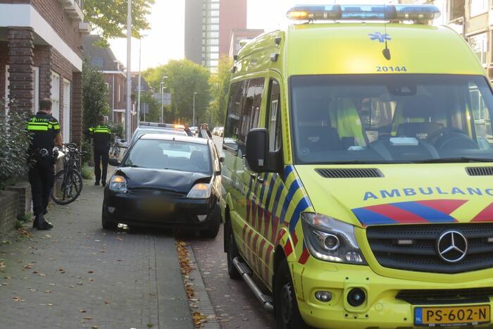 Automobilist mogelijk doorgereden na aanrijding met personenauto