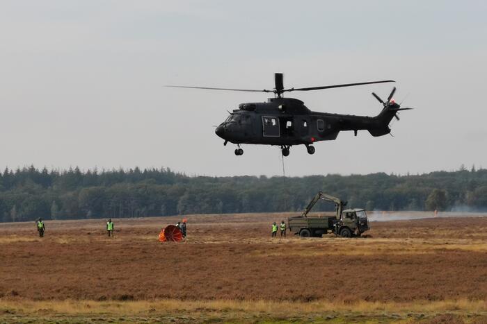 Brandweer en Landmacht oefenen boven Ginkelse Heide