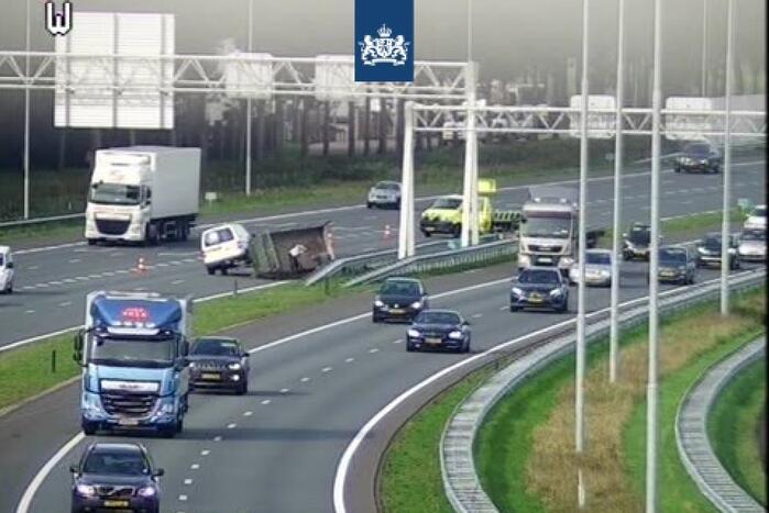 Parallelbaan snelweg dicht na ongeval
