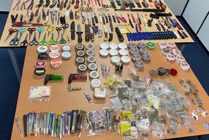 Grote hoeveelheid (steek)wapens en drugs in beslag genomen op kermis Malieveld