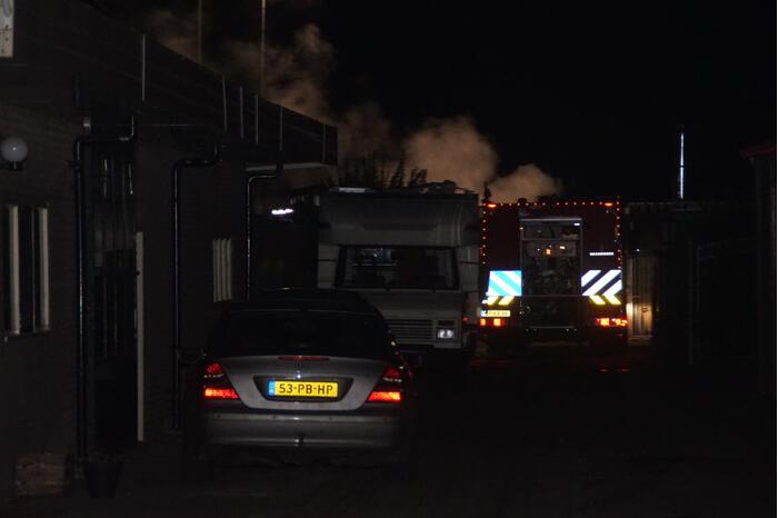 Autobrand deels geblust door omstanders