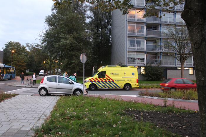 Fietser gewond na botsing met auto Bilgaardpassage