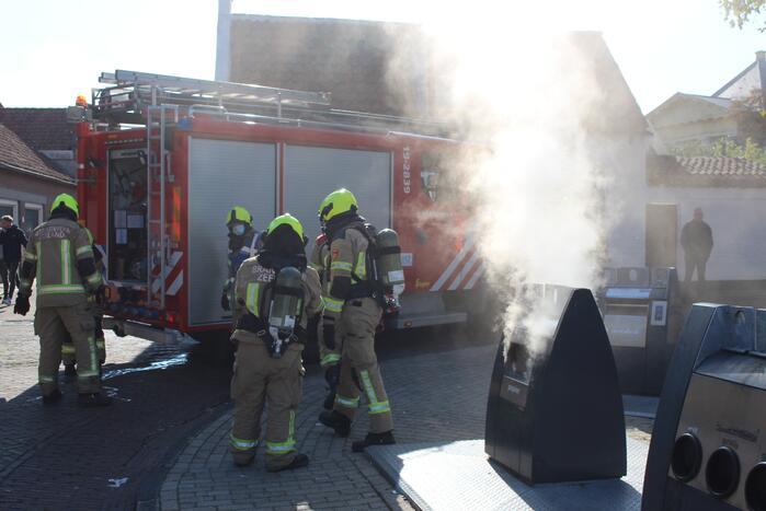 Brand door vuurwerk in ondergrondse container