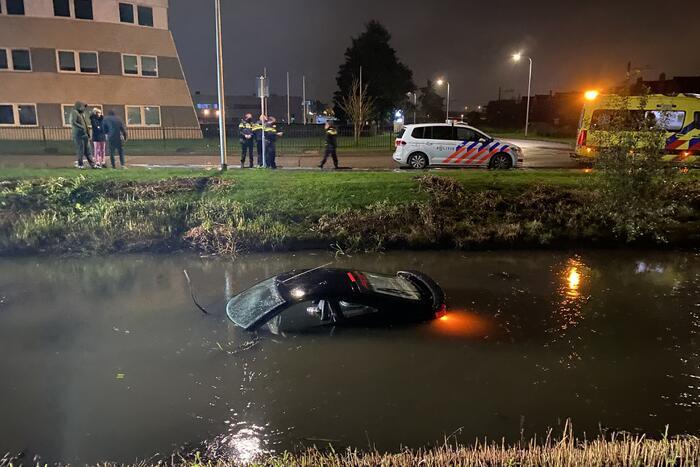 Auto raakt te water