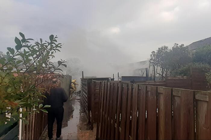 Camperbrand slaat over naar meerdere schuren