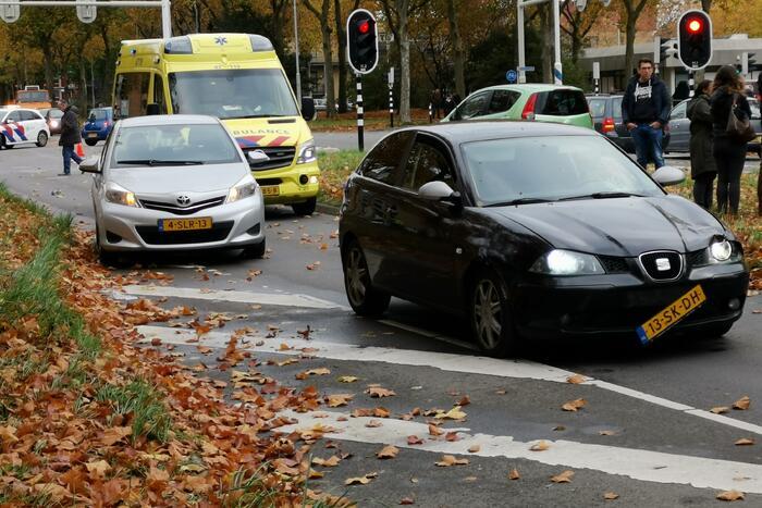 Traumahelikopter landt voor ongeval met voetganger en personenauto