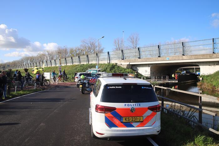Traumahelikopter landt naast snelweg voor ernstig ongeval
