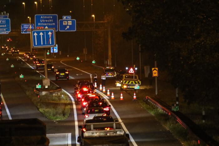 Voertuig vat vlam op afrit snelweg