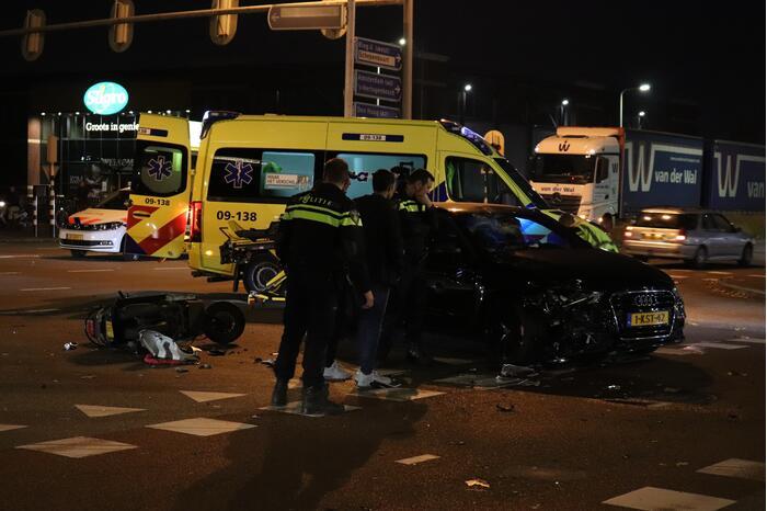 Flinke schade na aanrijding tussen auto en scooter