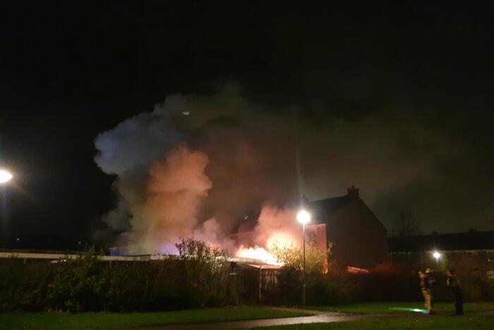 Meerdere schuren vliegen in brand