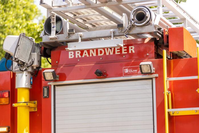 Meerdere brandweerwagens aanwezig bij schoorsteenbrand