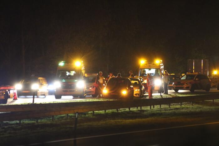 Rijbaan snelweg afgesloten na ongeval
