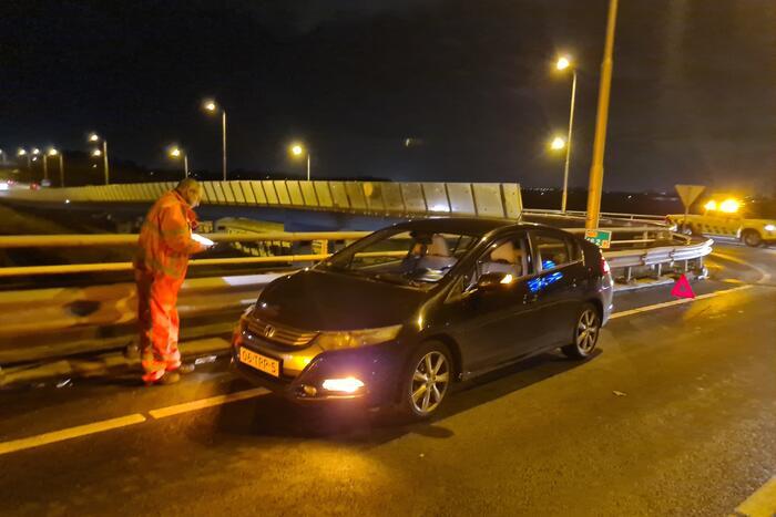 Schade na botsing tussen twee voertuigen