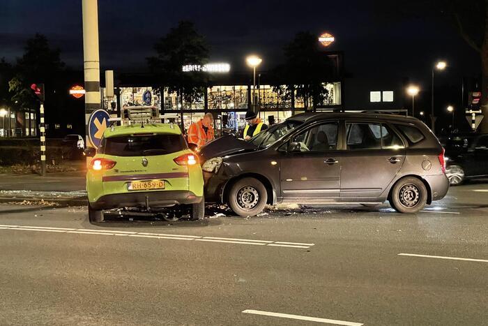 Twee voertuigen in botsing op kruising