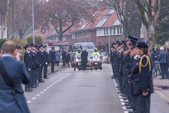 Laatste eer aan overleden brandweerman Pim van der Bruggen