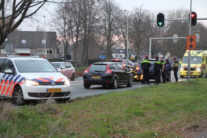 Schade na aanrijding tussen drie voertuigen