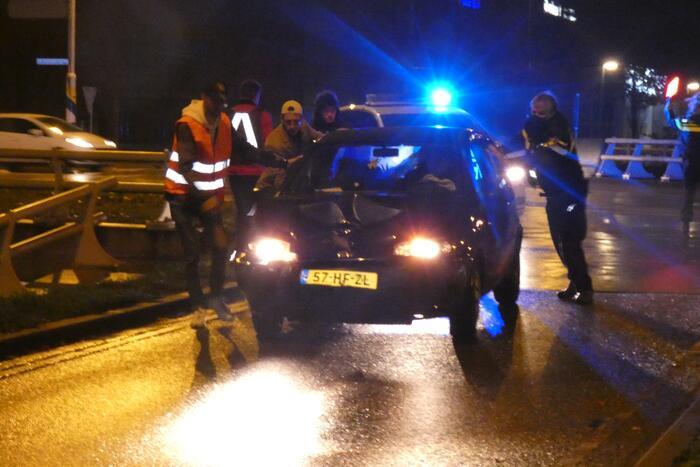 Automobilist verliest macht over het stuur en belandt in vangrail