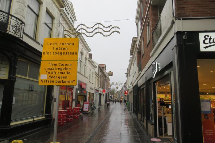 Lege winkelstraten in het centrum