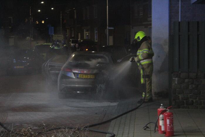 Auto loopt veel schade op bij brand