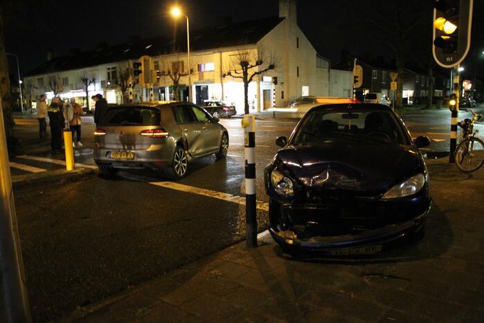 Schade bij botsing tussen twee voertuigen