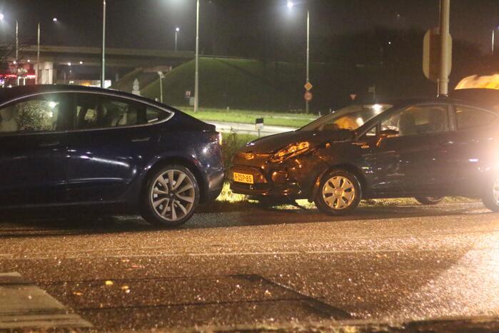 Schade na aanrijding tussen twee auto's