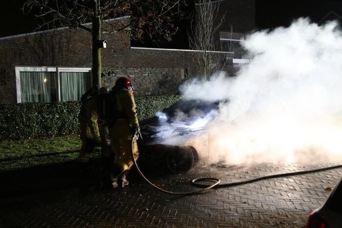 Veel rook bij autobrand