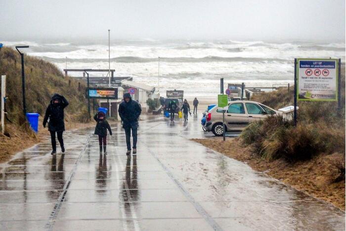 Uitwaaien op het strand bij windkracht negen