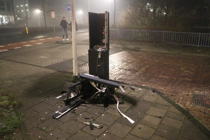 Scooter en parkeerautomaat verwoest door brand