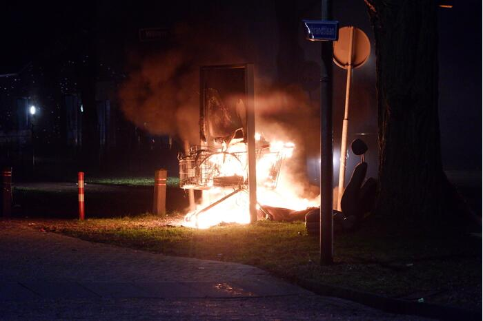 Winkelwagenbrand zorgt voor rookoverlast