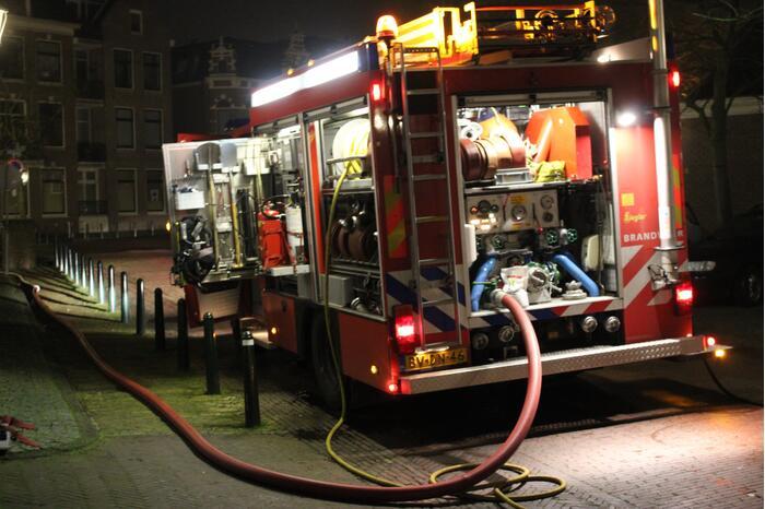 Geparkeerde auto uitgebrand