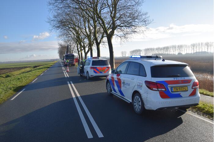 Auto aangetroffen in sloot, bestuurster overleden