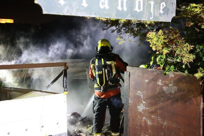 Veel rook bij brand in tuin