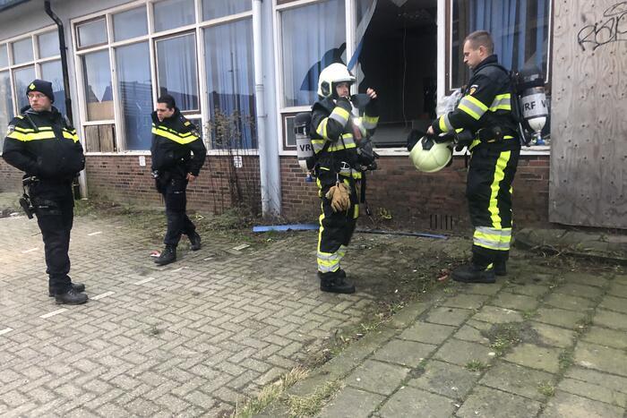 Brandweer stampt brandt uit in oud pand