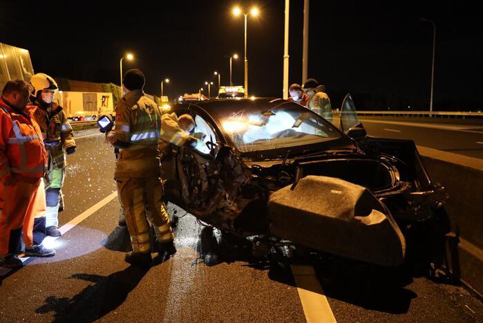 Enorme schade na crash met Tesla op RIMOB