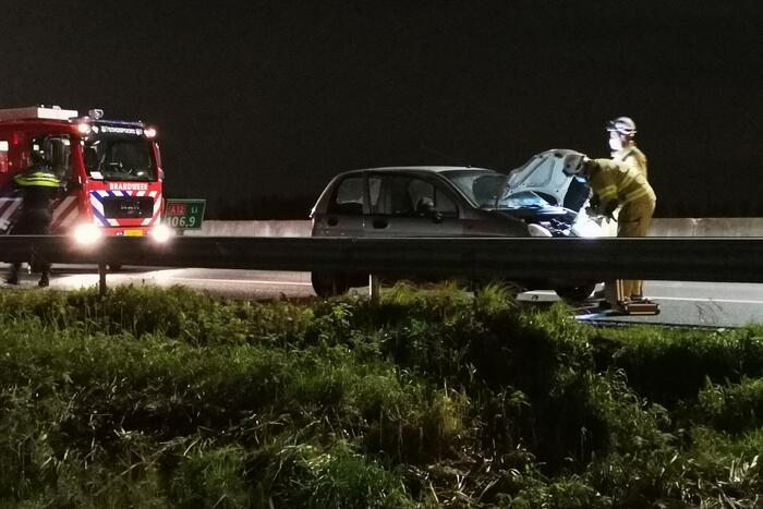 Rijbaan afgesloten door ongeval met personenauto