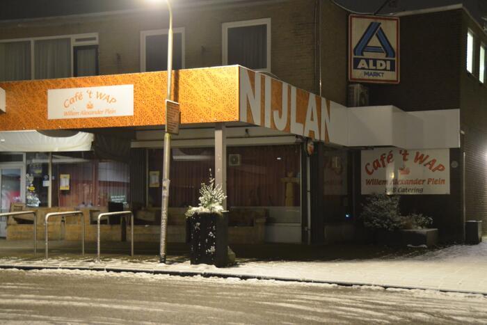 Café 't Wap opent deuren en politie doet inval