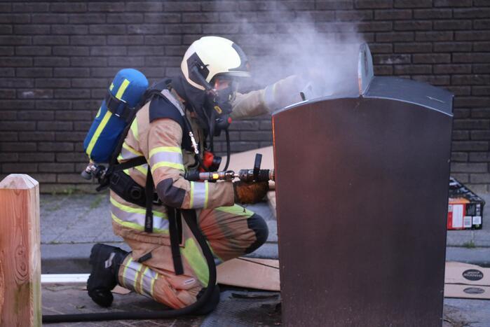 Politie zoekt getuigen van containerbrand