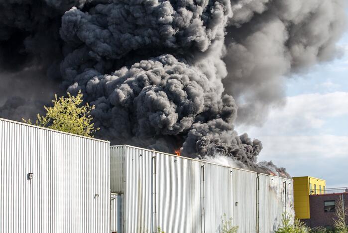 Zeer grote brand in leegstaand gebouw