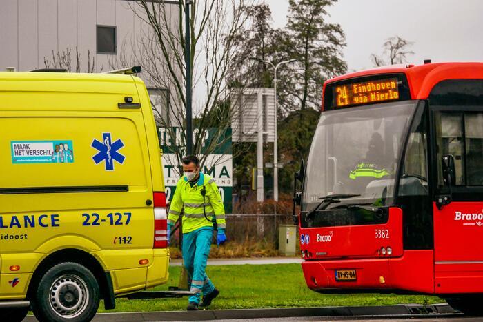 Lijnbus botst op personenauto
