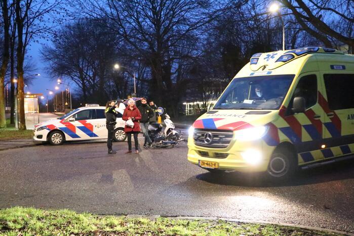 Ongeval tussen bezorgscooter en fietster
