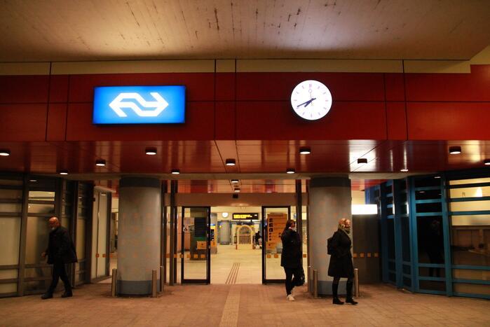 Inzet hulpdiensten na vergeten tas op station