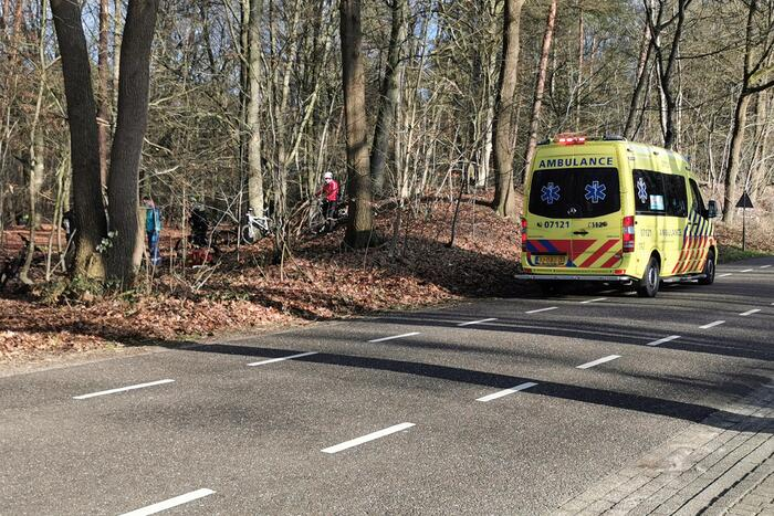Mountainbiker slaat over de kop
